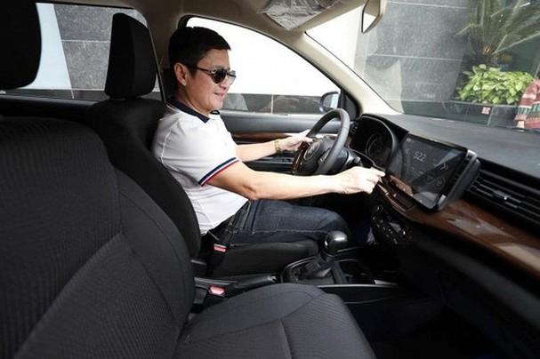 Táo giao thông Chí Trung khoe xe hơi mới xịn - 1