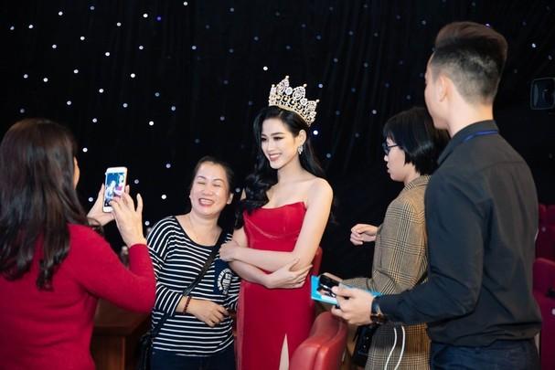 Tân Hoa hậu Việt Nam 2020 xinh đẹp với thần thái ngày càng rạng ngời, quyến rũ.