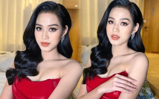 Bất ngờ lựa chọn trùng trang phục với đàn chị Đỗ Mỹ Linh nhưng Hoa hậu Đỗ Thị Hà vẫn khoe được thần thái rạng rỡ, xinh đẹp.