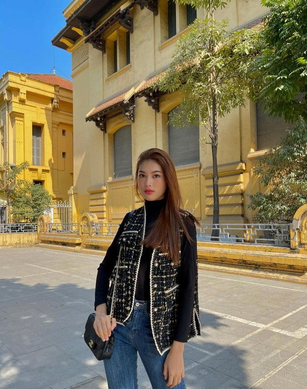 Đi ăn vỉa hè, Hoa hậu Đỗ Thị Hà và Á hậu Phương Anh giản dị vẫn xinh đẹp rạng rỡ - ảnh 10