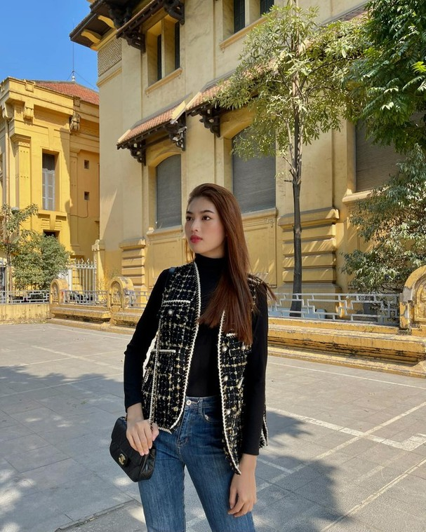 Đi ăn vỉa hè, Hoa hậu Đỗ Thị Hà và Á hậu Phương Anh giản dị vẫn xinh đẹp rạng rỡ - ảnh 11