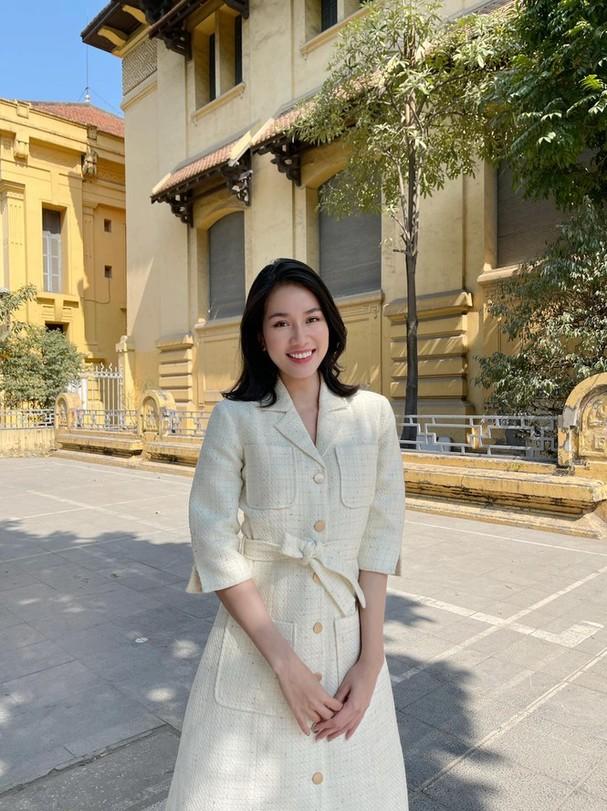 Đi ăn vỉa hè, Hoa hậu Đỗ Thị Hà và Á hậu Phương Anh giản dị vẫn xinh đẹp rạng rỡ - ảnh 7