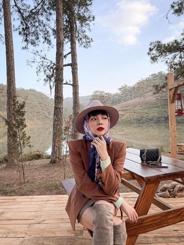 Hiện tại, dù đã chạm mốc 30 tuổi và có 17 năm đi hát, Tóc Tiên vẫn buồn vì chưa thành công trong việc thuyết phục gia đình ủng hộ sự nghiệp nghệ thuật của mình.
