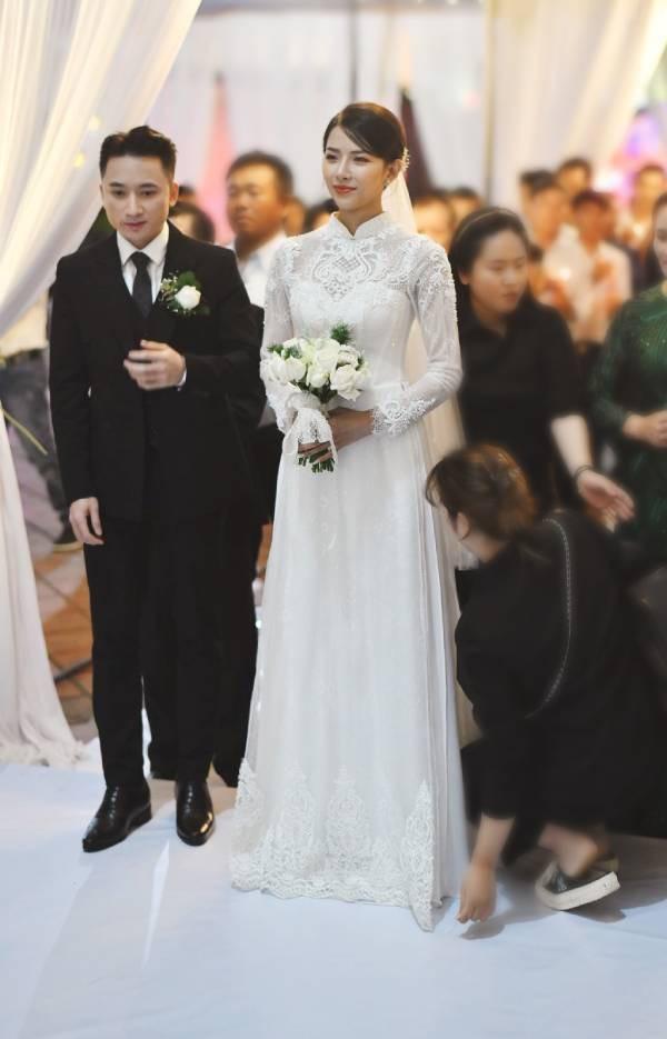 Nhan sắc vợ hot girl của Phan Mạnh Quỳnh xinh đẹp hút ánh nhìn - Ảnh 1.