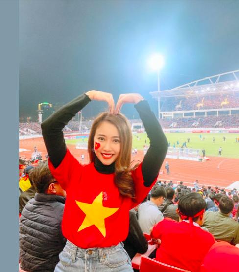 """Sao Việt """"thót tim"""", vỡ òa hạnh phúc khi ĐT Việt Nam hạ gục Malaysia - Ảnh 4."""