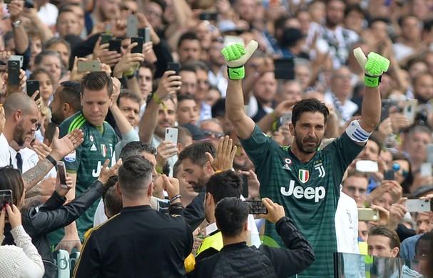 Cổ động viên Juventus bật khóc trong ngày chia tay Buffon - Ảnh 1.