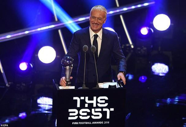 HLV Deschamps giành giải HLV xuất sắc nhất