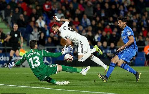 Benzema có nhiều cơ hội nhưng không thể dứt điểm