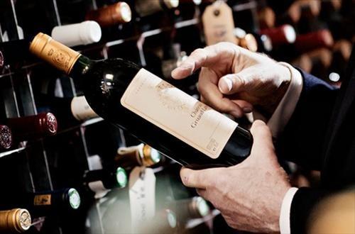Bọt khí trong chai có thể giúp phân biệt rượu thật và giả