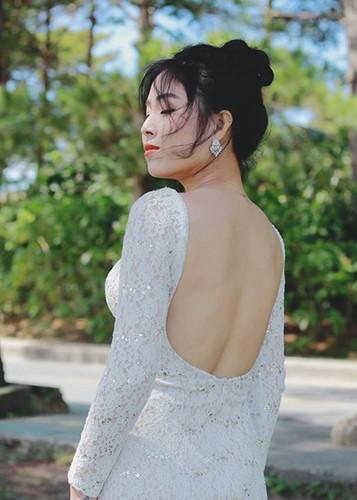 Voc dang goi cam cua MC Hoang Linh bi don lo clip nong-Hinh-6