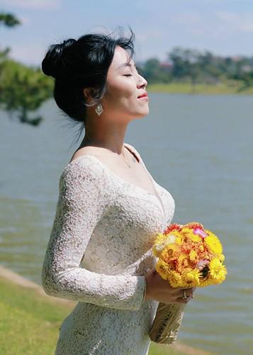 Voc dang goi cam cua MC Hoang Linh bi don lo clip nong-Hinh-7