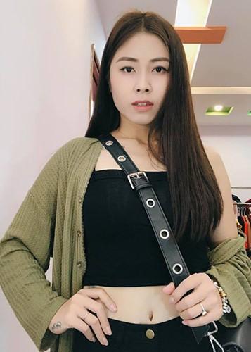 Voc dang goi cam cua MC Hoang Linh bi don lo clip nong-Hinh-8
