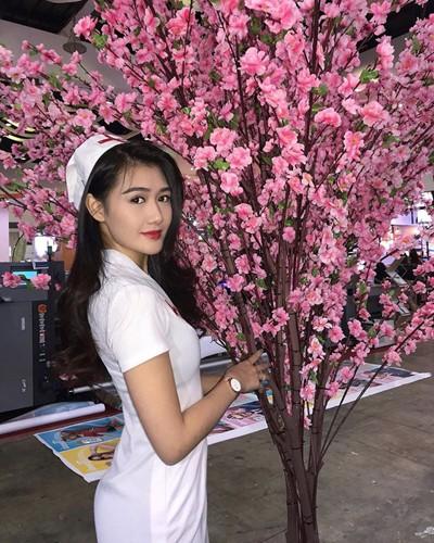 Nu y ta xinh dep nhat Malaysia chan dai cuc pham hoa ra tung lam nghe