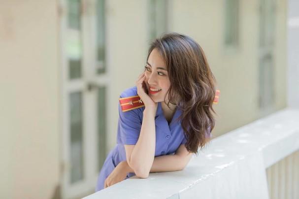 Nữ kiểm sát viên 9X Hà Nội khiến dân tình xốn xang vì nụ cười tỏa nắng và nhan sắc rạng rỡ ảnh 8