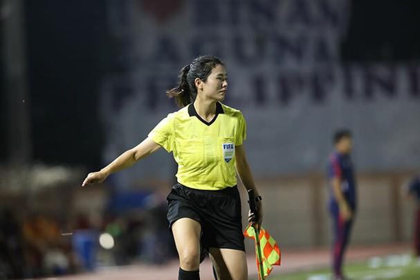 Vẻ cuốn hút của nữ trọng tài bóng đá ở SEA Games 30 - ảnh 6