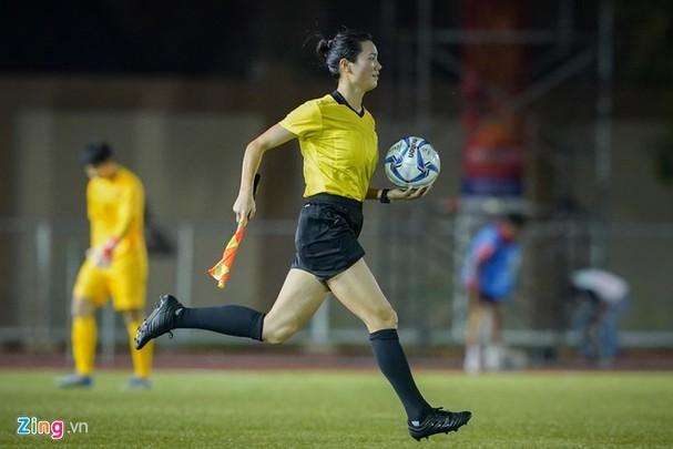 Vẻ cuốn hút của nữ trọng tài bóng đá ở SEA Games 30 - ảnh 5