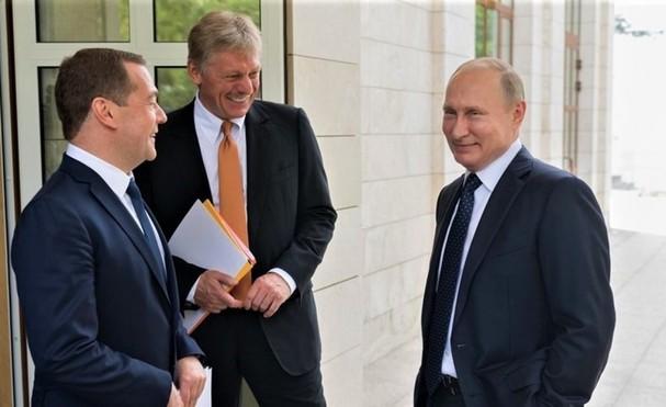 Tổng thống Putin (phải), cựu Tổng thống Medvedev (trái) và Thư ký báo chí Peskov; Nguồn: politryk.ru