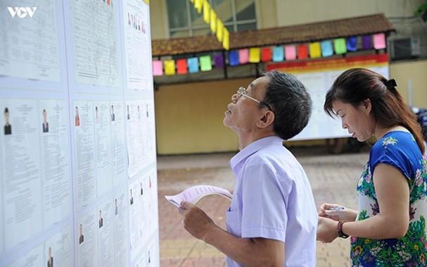 Cử tri đi bỏ phiếu bầu đại biểu Quốc hội khóa XIV và đại biểu HĐND các cấp nhiệm kỳ 2016-2021 tại Hà Nội