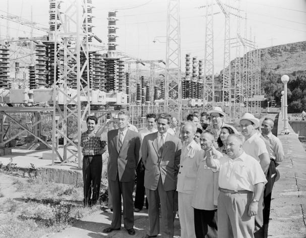 Chủ tịch Hồ Chí Minh thăm nhà máy thủy điện Gyumush ở Armenia. (Ảnh do Đại sứ Kazhoyan cung cấp).