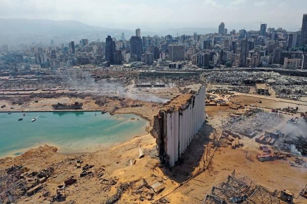 Khung cảnh hoang tàn sau vụ nổ lớn ngày 4/8 tại khu vực cảng ở thủ đô Beirut, Lebanon. Vụ nổ đã khiến ít nhất171 người thiệt mạng và hơn 6.000 người khác bị thương. Ảnh: Getty Images./,